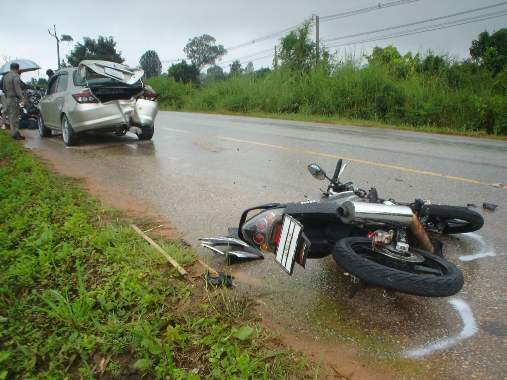 Honda_City_hit_by_motorcycle_1
